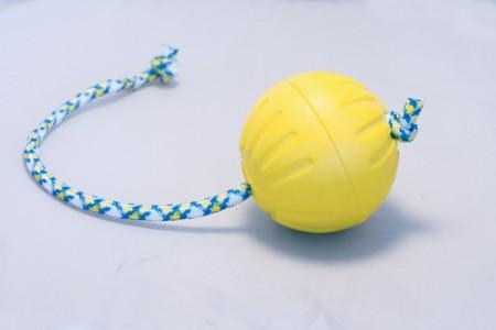 Мяч из вспененной резины Starmark DuraFoam Ball с веревкой